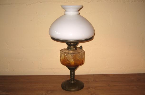 petroleumlampe vertiko antik. Black Bedroom Furniture Sets. Home Design Ideas