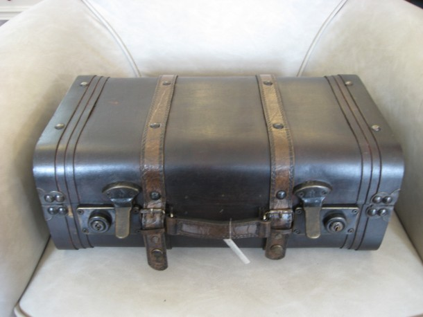 deko koffer vertiko antik. Black Bedroom Furniture Sets. Home Design Ideas